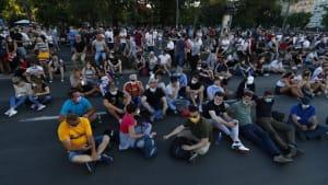 Serbien: Demonstranten demonstrativ um Frieden bemüht