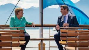 Schiff, Kutsche und Schloss: Markus Söder empfängt Angela Merkel