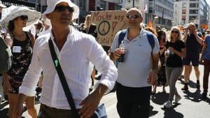 [CDATA[Nach Strafanzeige: Veranstalter beenden Demo gegen Corona-Auflagen]]
