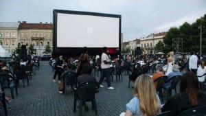 [CDATA[Cluj feiert die Filmkunst an der frischen Luft]]