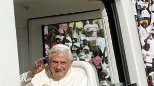 [CDATA[Benedikt XVI. schwer erkrankt]]