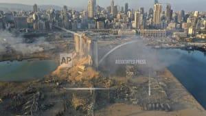 Erste Helfer im zerstörten Beirut eingetroffen: Retter und Suchhunde