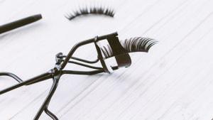 Wimpernverlängerungen können die Gesundheit stark gefährden