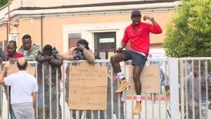 Infizierte Migranten: Schlimmster Ausbruch seit Lockdown-Ende