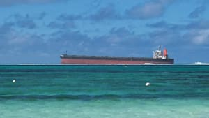 Ölpest bedroht Ferienparadies Mauritius