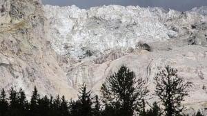 Vorsicht, Gletscher rutscht! Alpenort bangt um Sommergeschäft