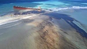 Drohende Ölpest vor Mauritius: Frankreich schickt Hilfstrupp
