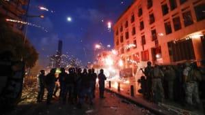 """Sturm auf Ministerien in Beirut und der Ruf nach """"Revolution"""""""