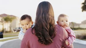 Keine Zwillinge: Frau bringt zwei Kinder am selben Tag zur Welt