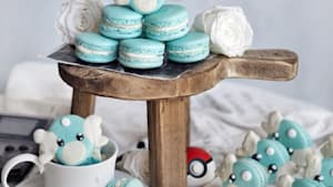 Amateur baker decorates the most adorable macarons you'll ever see