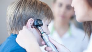 9-Jähriger hat seltsames Summen im Ohr: Dann entdeckt der Arzt den Grund