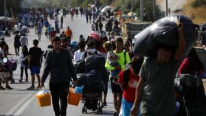 Flüchtlinge auf der Straßen: Großeinsatz der Polizei auf Lesbos