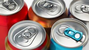 Studie alarmiert: In Energydrinks ist gefährliches Reinigungsmittel enthalten