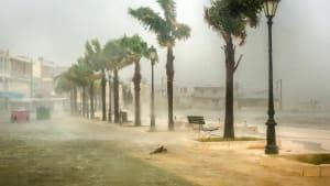 Verwüstungen und Springfluten: Wirbelsturm Ianos trifft Urlaubsinseln