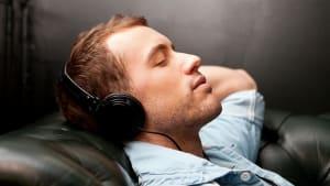 """Schlaf mit """"rosa Rauschen"""" hat besondere Auswirkungen auf das Gehirn"""