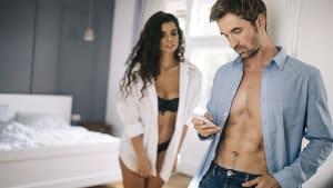 Frau meldet sich auf Tinder an, um Schreckliches mit Männern zu machen