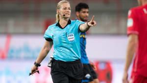 Der Liebe wegen: Erste DFB-Schiedsrichterin gibt ihr Amt auf
