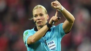 Steinhaus beendet Karriere frühzeitig - Supercup wohl des letzte Pflichtspiel