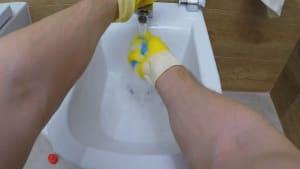 Genialer Putz-Trick per Zufall entdeckt: Damit erstrahlt Ihr Waschbecken in neuem Glanz