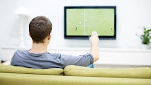 Wie kleine Trainingssession: Darum ist Fußballschauen gut die Gesundheit