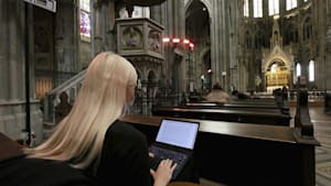 Wiener Votivkirche: Büffeln an heiliger Stätte