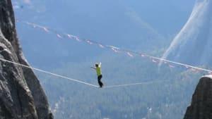 German slackliner balances on 1,500-foot-high line