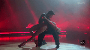 Derek Hough stuns fans with jaw-dropping performance on 'DWTS'