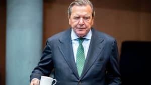 Jan Böhmermann lästert über das Hagebutten-Video von Gerhard Schröder