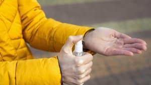 Coronavirus kann bis zu neun Stunden auf der Haut überleben