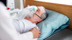 Corona: Hausarzt ohne Maske steckt mehr als 100 Patienten mit Covid-19 an