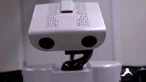 Hilfe von oben: Dieser Roboter unterstützt Senioren im Haushalt