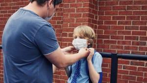 Maskenpflicht für Kinder: Arzt klärt auf, was Eltern unbedingt beachten sollten