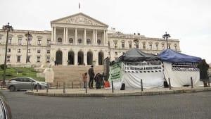 Gastronomen in Lissabon verzweifeln: Hungerstreik vor Parlament