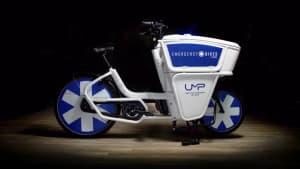 Pariser Rettungskräfte: Auf dem E-Bike durch den Stau