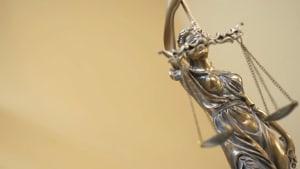 Anwalt arbeitet jahrelang illegal - kleiner Fehler lässt ihn auffliegen: Jetzt droht eine teure Strafe