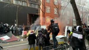 Krawalle in Paris - Brennende Autos und Festnahmen