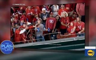 MBLの試合で、観客が両手のビールをこぼさないように胸でホームランボールを受け止め話題に【映像】
