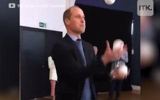 英ウィリアム王子が見事なジャグリングを披露!【映像】