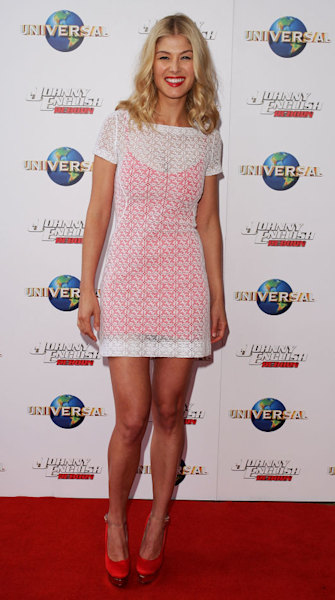 Top 9 at 9: 'Gone Girl' star Rosamund Pike's style plus more news