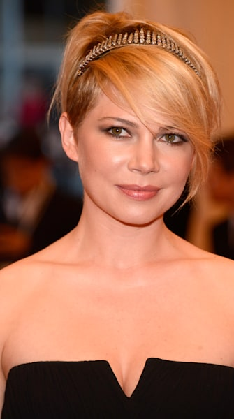 Can This LED 'Time Machine' Give You Ageless Skin Like Michelle Williams'?
