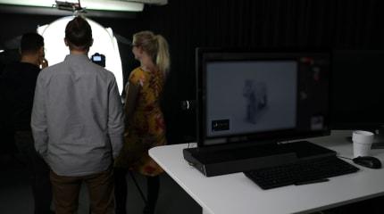 Tobii 将能透过电脑镜头来避免他人偷窥屏幕内容(更新:非基于眼动追踪技术)