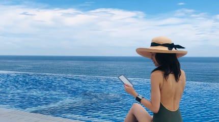 新型Kindle Oasisと一緒に過ごすプチトリップ!プールやお風呂で読書を楽しむ、オトナの休日