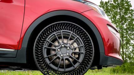 GMとミシュラン、パンクしないタイヤ「Uptis」発表。2024年市販化向け走行試験へ