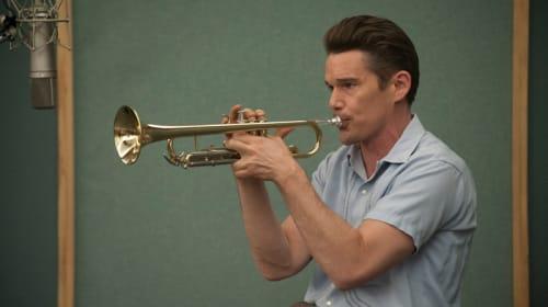 【募集終了】イーサン・ホークが伝説のトランペット奏者を熱演!『ブルーに生まれついて』試写会に5組10名様ご招待