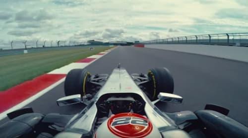 元F1チャンピオン、ジェンソン・バトンが見せたミリ単位の超絶ドライビング・テクニックがMADすぎる【動画】