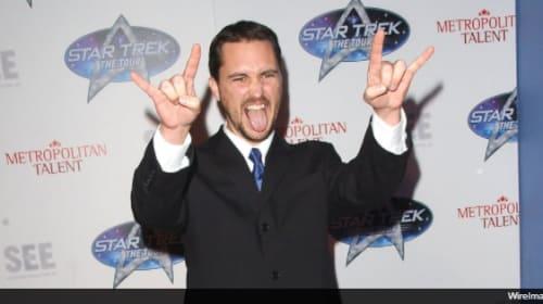 『新スター・トレック』出演者が、宇宙艦隊の制服姿で『スター・ウォーズ/最後のジェダイ』を鑑賞!?