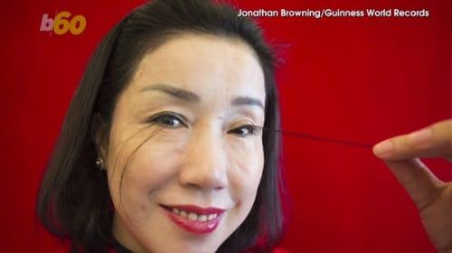長さは12.4センチ!中国の女性が「最も長いまつ毛」のギネス世界記録を達成