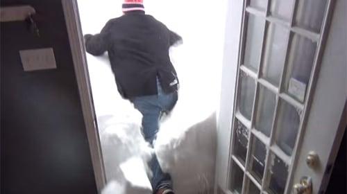 カナダの豪雪地帯の住民が撮ったトンデモ映像が世界中で話題に【動画】
