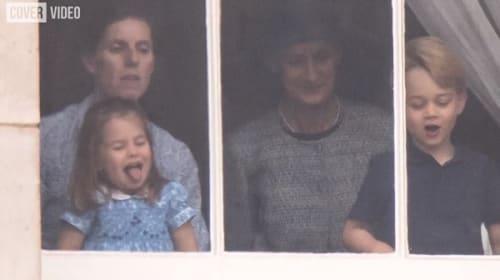 ジョージ王子とシャーロット王女、バッキンガム宮殿の外に集まった人々に「特別サービス」