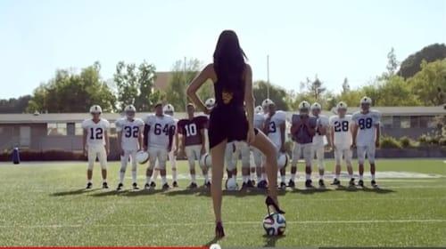 ブラジル出身セクシーすぎるスーパーモデルが誘惑「ワールドカップを見なさい」